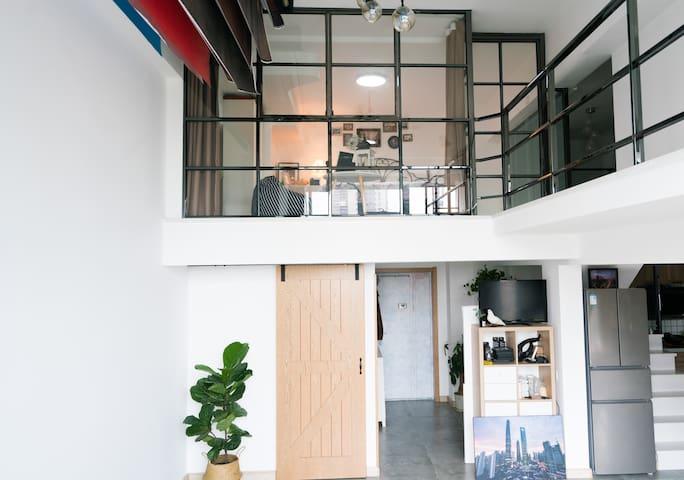 南枝`【Loft(文艺的民宿)】奥体中心营盘街地铁口A口 一个属于你旅行中的家