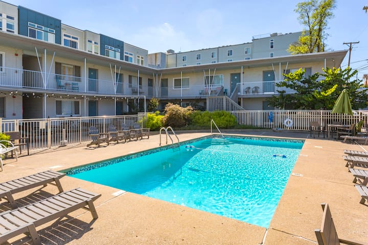 Updated 1 BR with Pool - Walk to 8th/12th South!