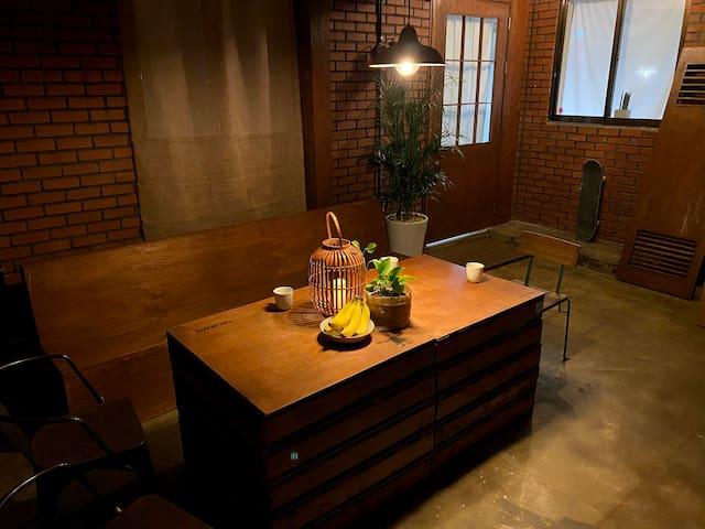 Specious Central Itaewon – NEWTRO House