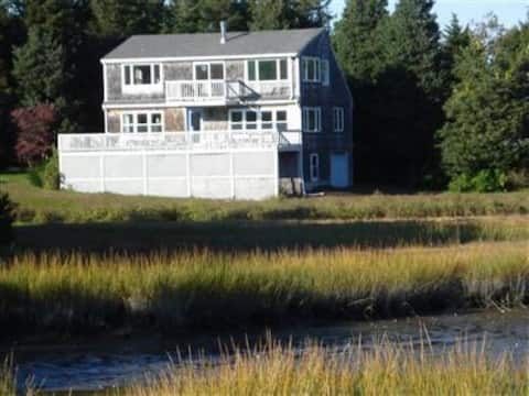 Gorgeous Deck on Saltwater Marsh; Quick Beach Walk