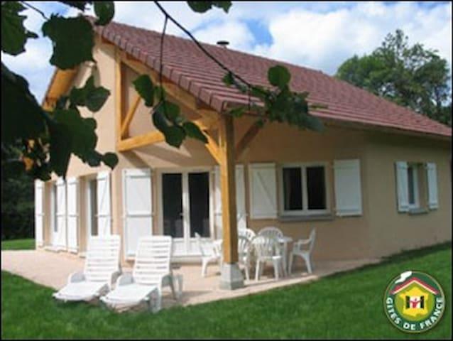 "gite ""les 4 saisons LAKE CHALAIN, JURA, France"