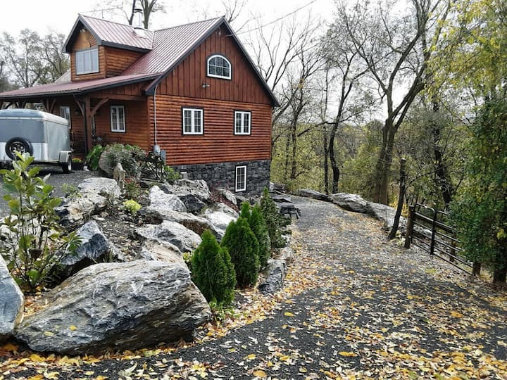 Cozy Woods Cabin Guest Suite in Lancaster County