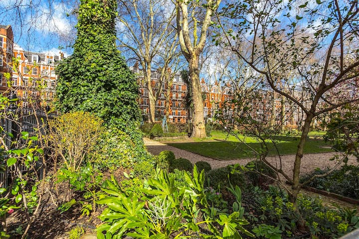 English garden square staycation! Central 2BR home