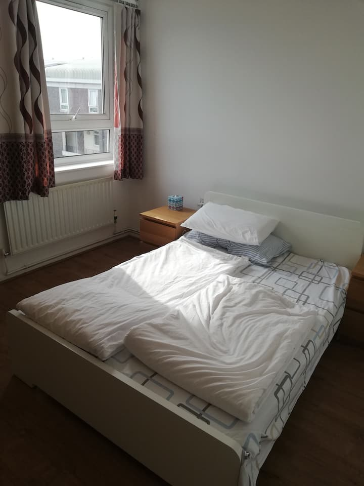 HUGE  BRIGHT Double Room near Central London Zone2