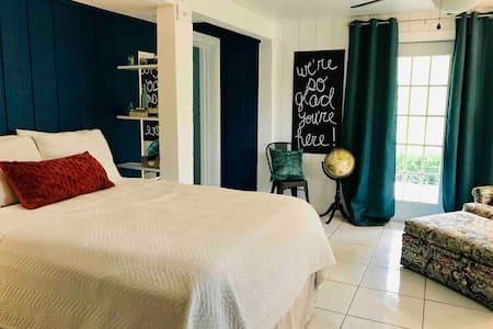 (Newly Remodeled) Charming Guest Suite