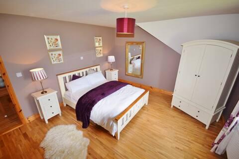 1 king room (4 bedrooms onsite)