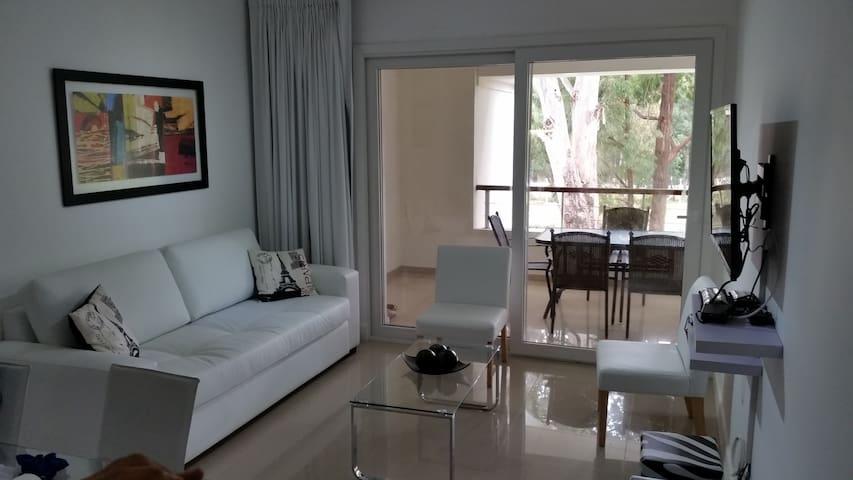 Apartamento de 1 dormitorio en Greenpark para 4 p.