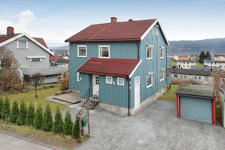 Big apartment in detached house - Drammen - Rumah