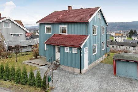 Big apartment in detached house - Drammen - บ้าน