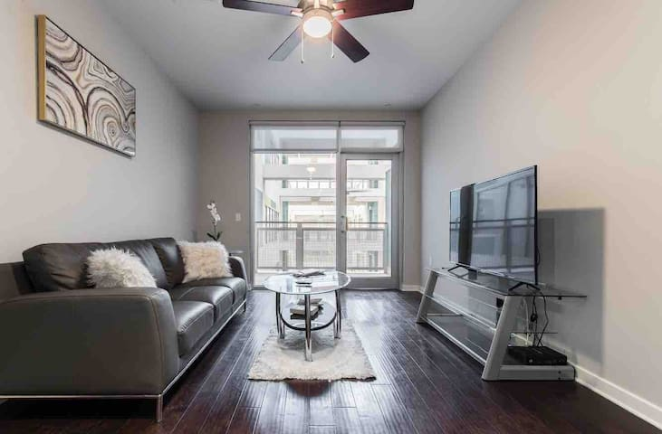 DOWNTOWN DALLAS|RESORT STYLE CONDO W/ROOFTOP POOL