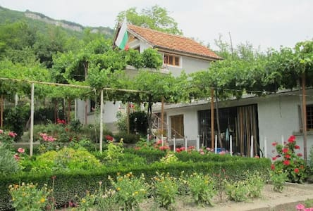 Small house with lovely yard - Shumen - House - 0