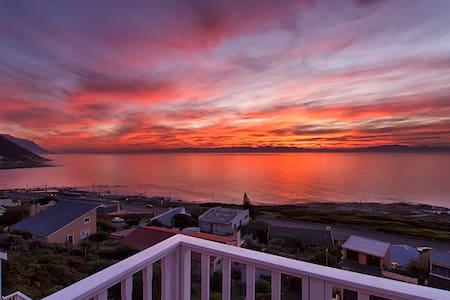 Self Catering suite in Beach Villa - Cape Town - Ev