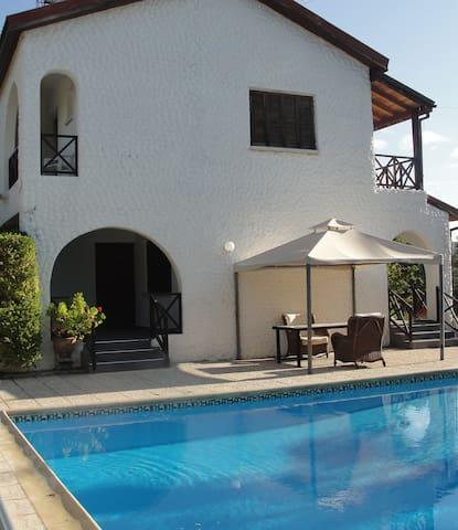 Villa Apoikia - Large Mountain Villa with Pool - Silikou - Villa