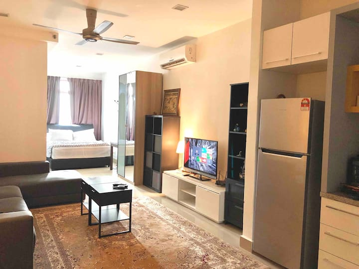 Luxurious Studio Shaftsbury Cyberjaya with netflix