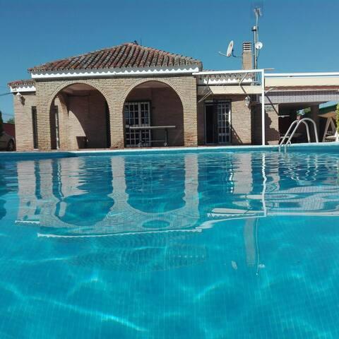 Casa de campo con piscina cerca sevilla andaluc a for Alquiler vacacional sevilla piscina