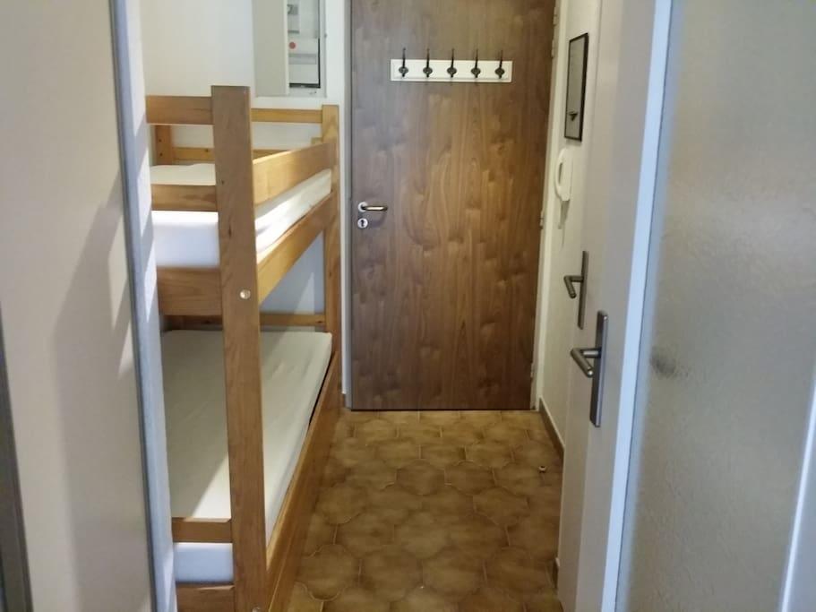 Petite chambre séparée avec 2 lits superposés