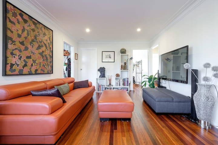 Balmoral Quintessential- Eco Artist Retreat- Home