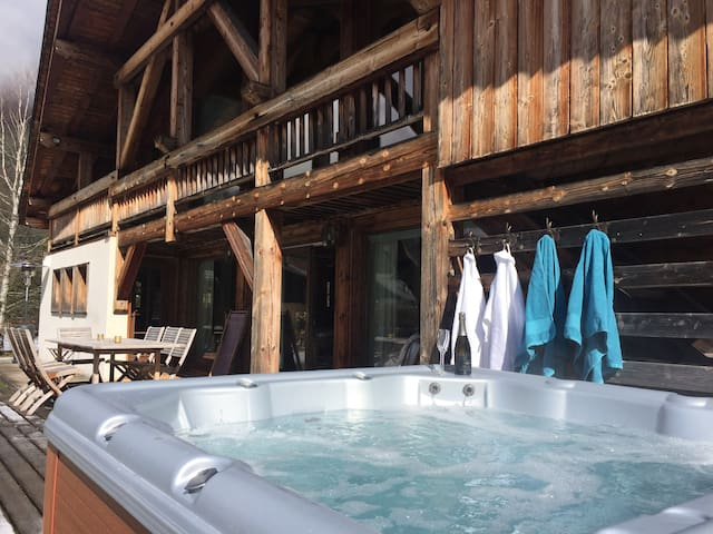 Fabulous hot tub with views of Mont Blanc, the best seat in the house!