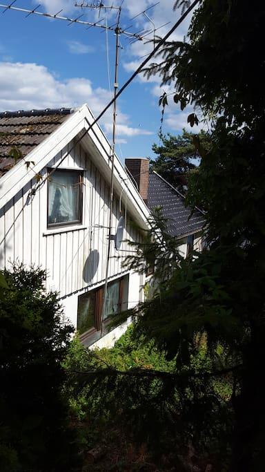 Huset sett fra veien