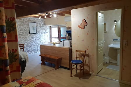 Studio a la campagne dans belle maison de pierres