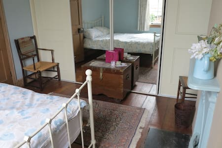 Cosy single room in family home, with b'fast - 3 - Oxford - Bed & Breakfast