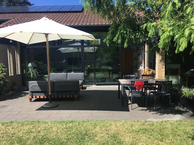 Stor, unik villa i naturskønne omgivelser