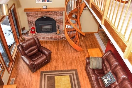 Spacious 5BR Home - Hot tub, Fireplace & Game room
