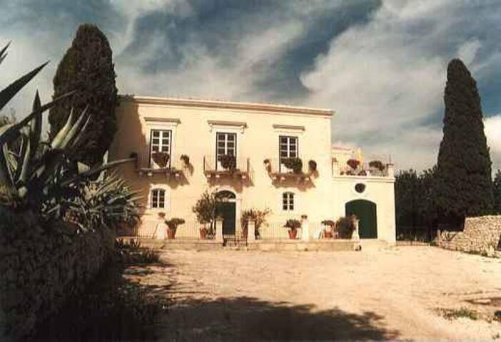 Agriturismo Baglio Calanchi | Villa | luxurious.