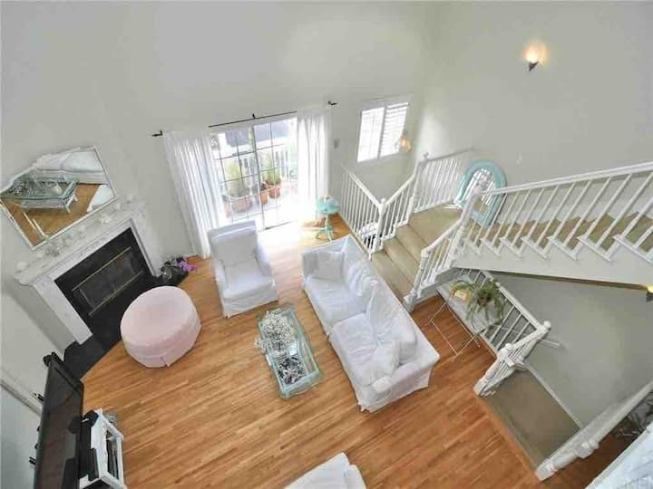 High ceiling Loft in Sherman Oaks!