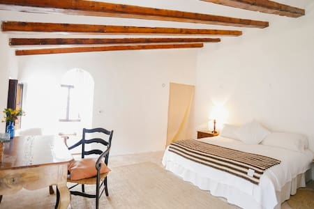 Top room, house outskirts. - Deià - Bed & Breakfast