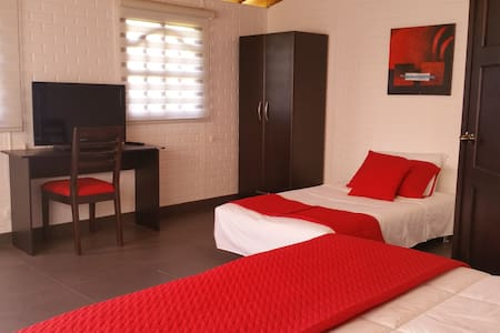 Twin Room Near the Airport 2 pax - Puembo - Bed & Breakfast