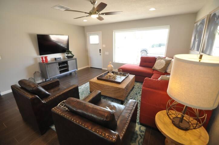 OLD TOWN LUXURY 4 BEDROOM- BRAND NEW !!! - Scottsdale - Dom