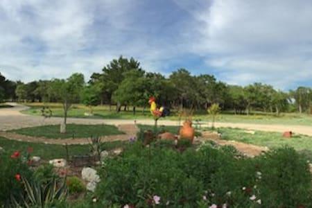 BellaVida Bed and Breakfast & Retreat Center - Wimberley