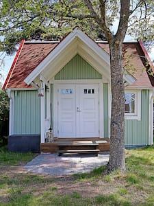 Litet fint hus på Skarpö, med tillgång till brygga - Vaxholm