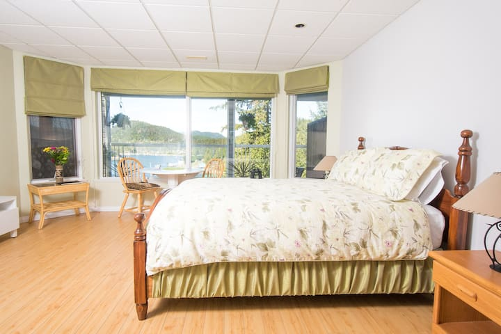 Madeira Park B&B: Bay Suite 2 - Madeira Park - Bed & Breakfast