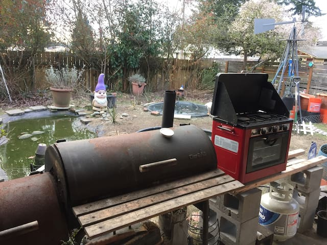 BBQ/Smoker - 2 burner Stove/Oven.  Outdoor kitchen with sunset view over the duck ponds
