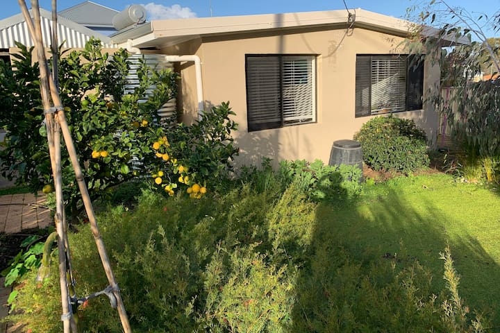 OLIVE'S GROVE -family friendly house with pool