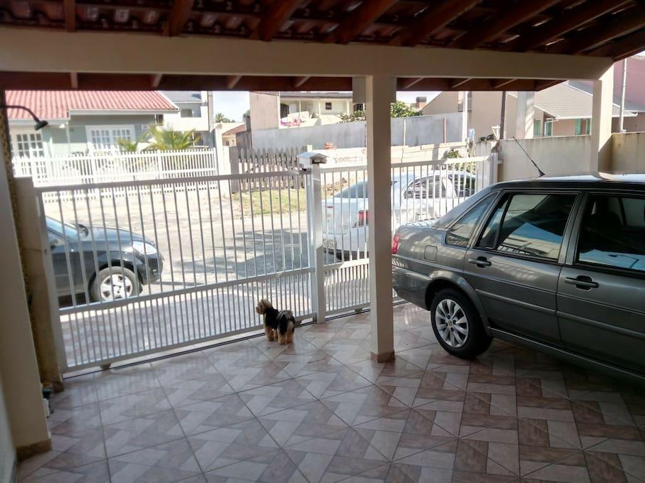 Garagem para 2 carros.
