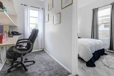 Private room & bath In Modern home 30 min to NYC