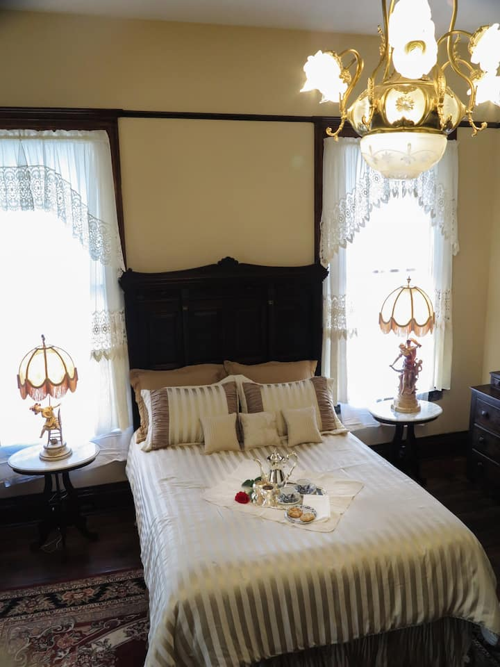 VICTORIAN CHAMBER Hassinger Daniels Mansion BB
