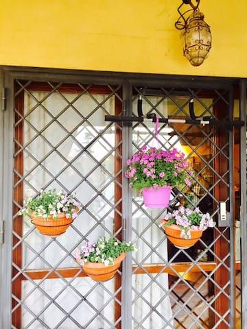 Tivoli: LA CASA DI CAMPAGNA RESIDENZA TURISTICA - Villaggio Adriano - Huis