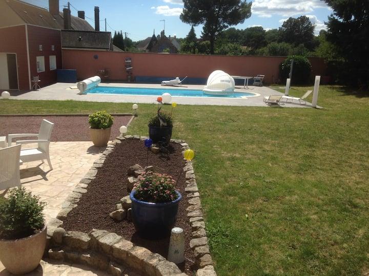 Chambre indépendante et vue sur jardin