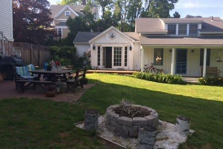Mystic Guest Cottage - Groton