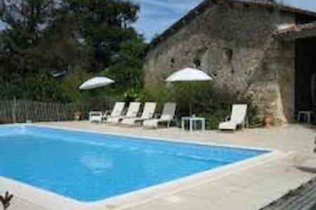 Charming farm/swim. pool - 35 min from Bordeaux F - Montlieu-la-Garde - Pension