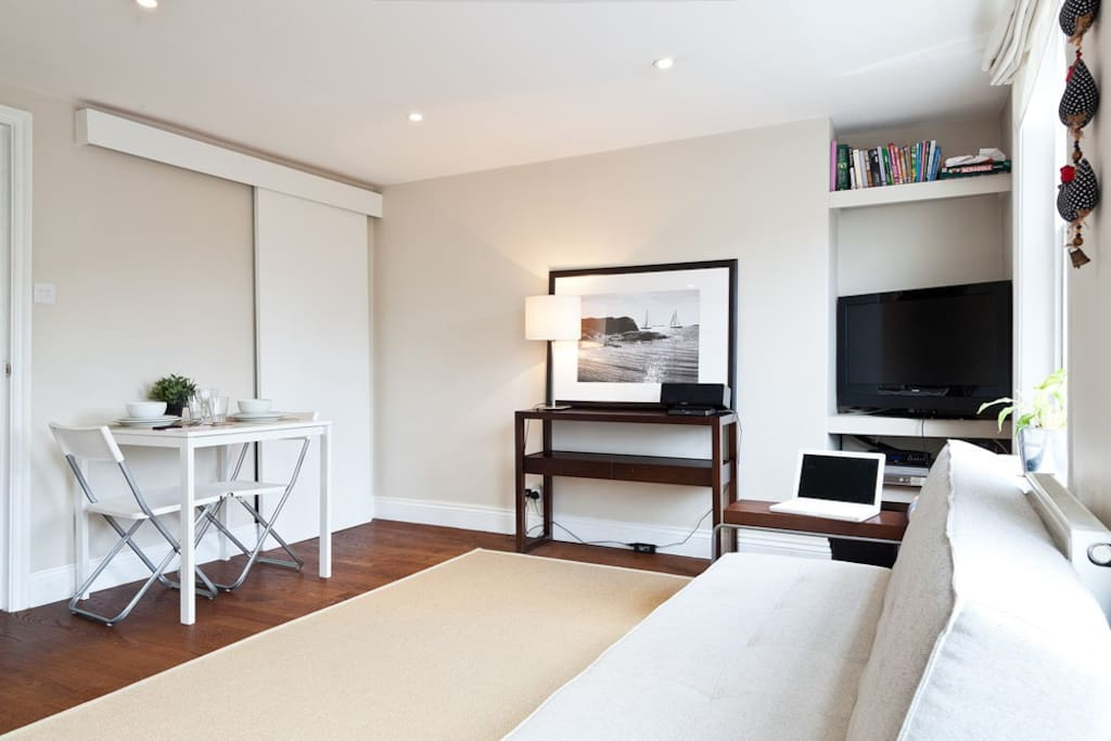 A really bright and airy apartment with nice views to the Town Hall