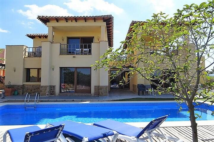 Stylish villa with pool Valle del Este golf course
