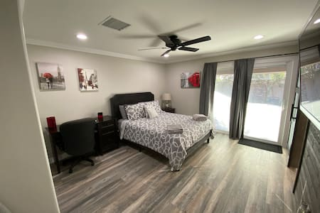 Private room With private bathroom in west Phoenix
