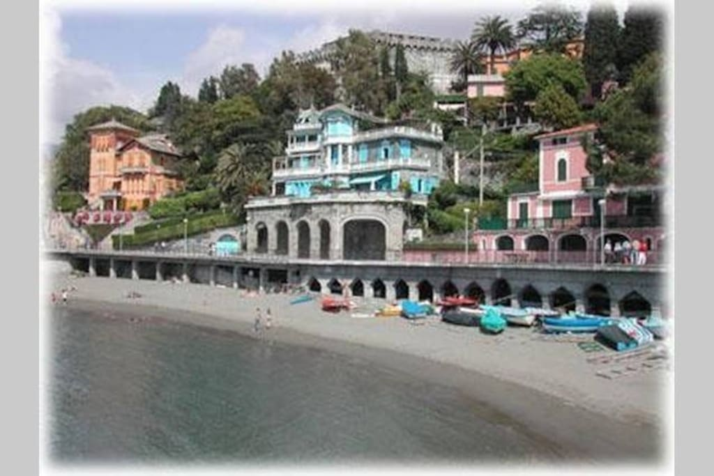 Only 5 minutes from the sandy beaches of Levanto ...
