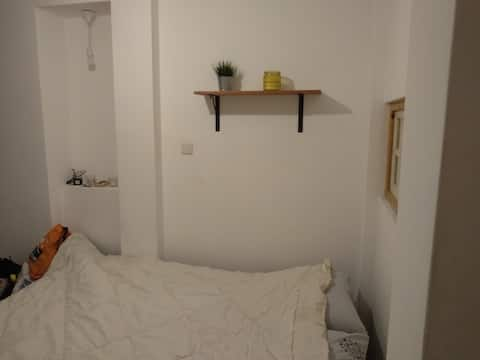 Great private room in a quiet area of Neve Tzedek