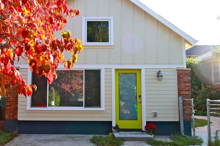 Light-filled new cottage in the heart of Woodlawn